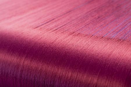 手織機で織りの絹の織物工場のワープの織機に緑シルク