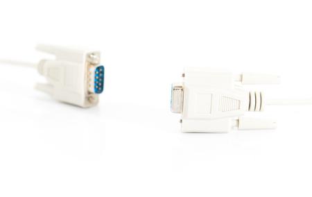 vga: Conector del cable de entrada VGA con cordón blanco sobre fondo blanco