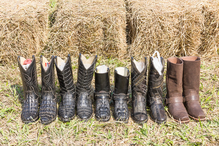 rodeo americano: American West rodeo Crocodile cowboy leather boots rear hay
