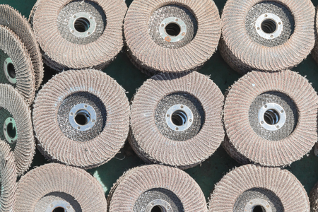 The old sanding discs for grinding various dimensions. Discontinued use.