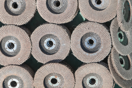 burnish: The old sanding discs for grinding various dimensions. Discontinued use.