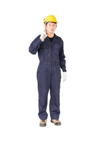 Joven en uniforme llevar a cabo la mina de recogida de edad que es un dispositivo de minería, cortar aislado sobre fondo blanco