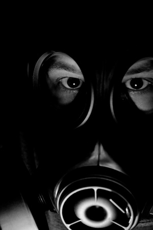 Black and white picture of a man with a gasmask