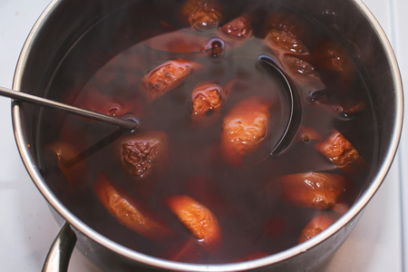 stewed: stewed fruit is cooked on the stove
