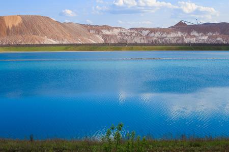 Soligorsk mountains. potash plant. Potash mountains near Soligorsk City. salt lake Stockfoto