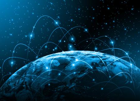 negocios internacionales: El mejor concepto del Internet. Globo, l�neas brillantes en el fondo tecnol�gico. Electr�nica, Wi-Fi, rayos, s�mbolos de Internet, televisi�n, comunicaciones m�viles y por sat�lite. Ilustraci�n Tecnolog�a
