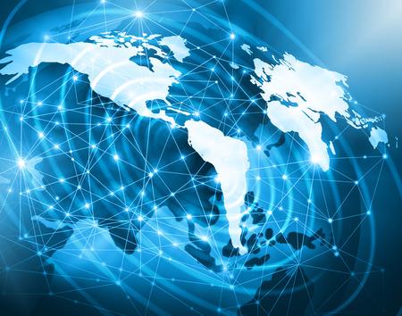 Mapa del mundo sobre un fondo tecnológico, líneas brillantes símbolos de las comunicaciones de Internet, radio, televisión, móviles y por satélite. Internet Concepto de negocio global.