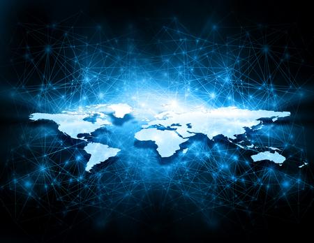 Mapa del mundo sobre un fondo tecnológico, líneas brillantes símbolos de Internet, radio, televisión, comunicaciones móviles y por satélite. Foto de archivo
