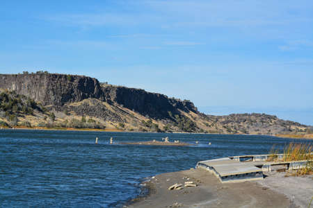 Low water level exposing the rocky shore and beaching a dock on the Snake River In Northern Idaho 免版税图像