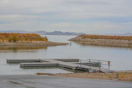 A marina on the reservoir bay of Willard Bay State Park in Box Elder County, Henefer, Utah 免版税图像