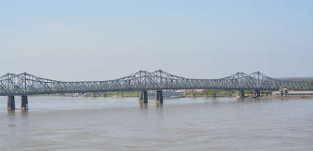 The Natchez Vidalia Bridge spans over the Mississippi River. The tallest bridge in Mississippi 免版税图像