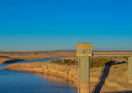 The Pecos River was dammed to create Santa Rosa Lake in Guadalupe County, New Mexico 免版税图像