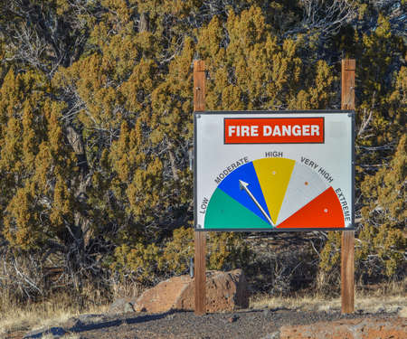 Fire Danger Sign in the forest of White Mountains near Show Low, Arizona 免版税图像
