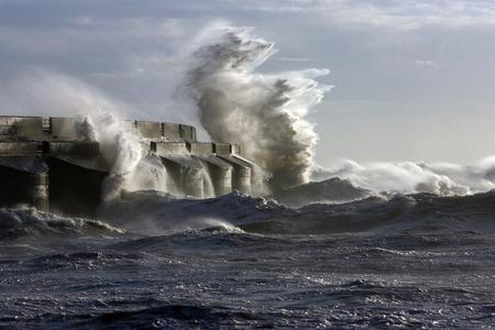 wzburzone morze: Wzburzone fale morskie w Brighton