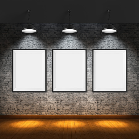 Kunstgallerij. Blanco foto frames op bakstenen muur achtergrond.