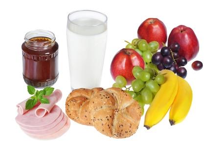 prodotti da forno: Sana colazione con prodotti da forno, frutta, latte, miele e prosciutto. Archivio Fotografico