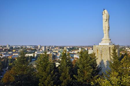virgen maria: El mayor monumento de la Virgen Mar�a en el mundo, la ciudad de Haskovo, Bulgaria