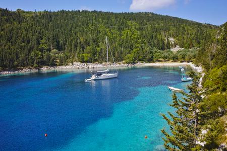 cefallonia: Blue waters of Foki Fiskardo Beach, Kefalonia, Ionian islands, Greece