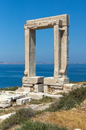 naxos: Seascape with Portara, Apollo Temple Entrance, Naxos Island, Cyclades, Greece Stock Photo
