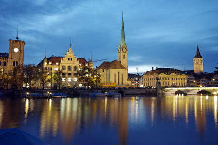grossmunster cathedral: Night photo of Fraumunster Church and reflection in Limmat River, city of Zurich, Switzerland