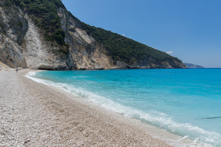 cefallonia: Blue water of beautiful Myrtos beach, Kefalonia, Ionian islands, Greece