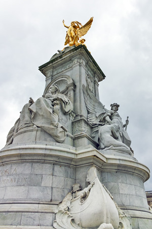 angels fountain: Queen Victoria Memorial in front of Buckingham Palace, London, England, United Kingdom