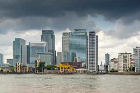 greenwich: LONDON, ENGLAND - JUNE 17 2016: Canary Wharf view from Greenwich, London, England, Great Britain