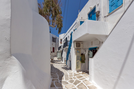 old town house: Old white house in Naoussa town, Paros island, Cyclades, Greece