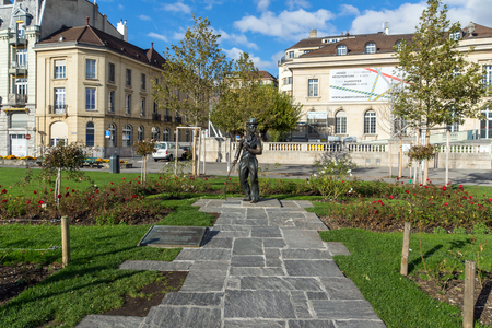 vevey: VEVEY, SWITZERLAND - 29 OCTOBER 2015 : Charlie Chaplin monument in town of Vevey, canton of Vaud, Switzerland Editorial