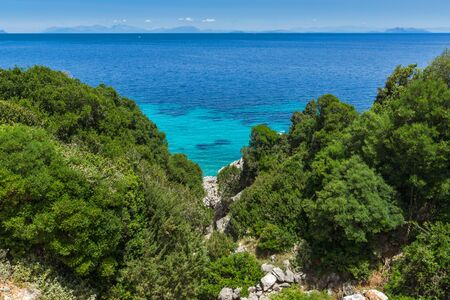 cefallonia: Small beach with blue waters in Kefalonia, Ionian Islands, Greece