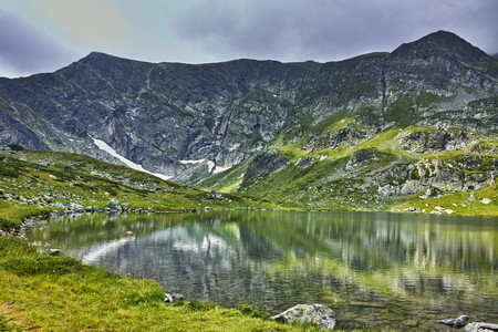 Verbazend landschap van het Twin Lake, The Seven Rila Lakes, Bulgarije Stockfoto