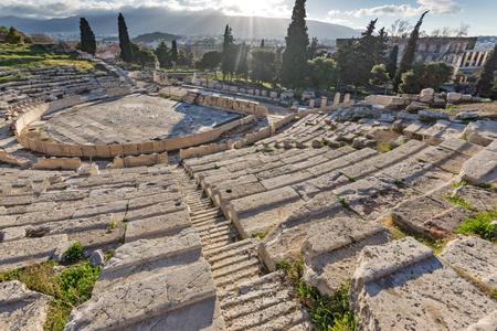 アテネ、アッティカ、ギリシャのアクロポリスのディオニューソス劇場の遺跡 写真素材