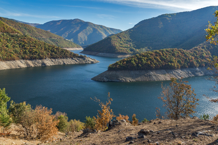 Amazing Autumn landscape of Meander of Vacha (Antonivanovtsy) Reservoir, Rhodopes Mountain, Bulgaria Archivio Fotografico