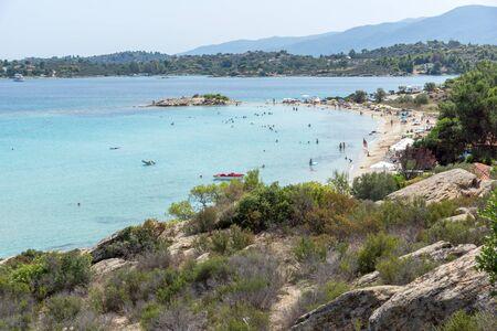 Zeegezicht van Lagonisi-strand bij Sithonia-schiereiland, Chalkidiki, Centraal Macedonië, Griekenland Stockfoto