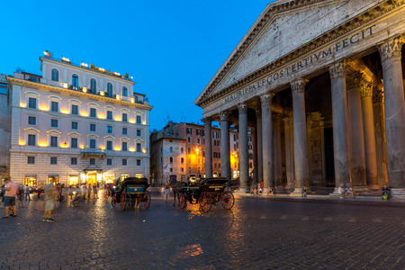 ROME, ITALY - JUNE 23, 2017: Amazing Night view of Pantheon and Piazza della Rotonda in city of Rome, Italy 에디토리얼