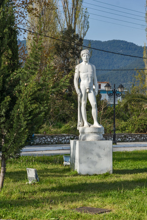 THASSOS, GREECE - APRIL 5, 2016:  Embankment of  Thassos town, East Macedonia and Thrace, Greece 新聞圖片