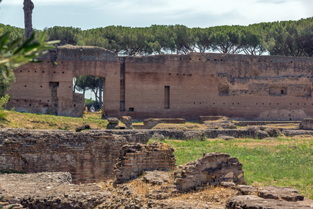ROME, ITALY - JUNE 24, 2017: Panoramic view of ruins in Palatine Hill in city of Rome, Italy Banque d'images - 123130501