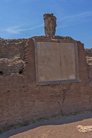 ROME, ITALY - JUNE 24, 2017: Panoramic view of ruins in Palatine Hill in city of Rome, Italy Banque d'images - 123130505