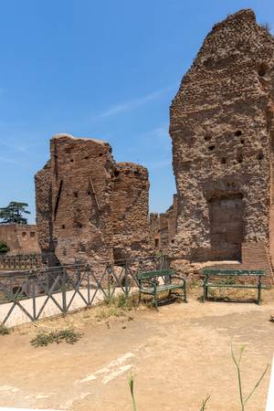 ROME, ITALY - JUNE 24, 2017: Panoramic view of ruins in Palatine Hill in city of Rome, Italy Banque d'images - 123130517