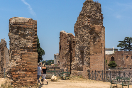 ROME, ITALY - JUNE 24, 2017: Panoramic view of ruins in Palatine Hill in city of Rome, Italy Banque d'images - 123130526
