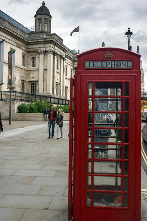 Londres, Inglaterra - 16 de junio de 2016: La Galería Nacional en Trafalgar Square, Londres, Inglaterra, Reino Unido