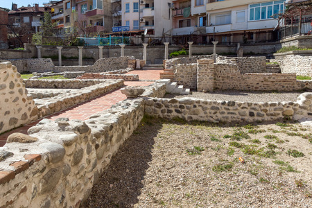 SANDANSKI, BULGARIA - APRIL 4, 2018: Ruins of Episcopal complex with basilica in town of Sandanski, Bulgaria Banque d'images - 123130852