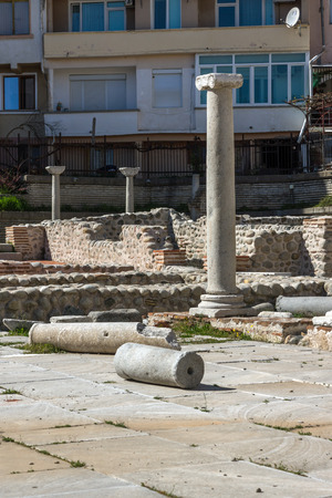 SANDANSKI, BULGARIA - APRIL 4, 2018: Ruins of Episcopal complex with basilica in town of Sandanski, Bulgaria Banque d'images - 123130869