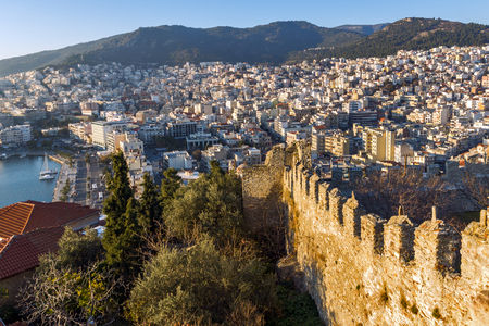 KAVALA, GREECE - DECEMBER 27, 2015: Sunset view of Ruins of fortress of Kavala, East Macedonia and Thrace, Greece Banque d'images - 123130915