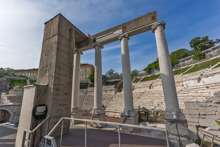 PLOVDIV, BULGARIA - MAY 1, 2016: Ruins of Ancient Roman theatre in Plovdiv, Bulgaria Banque d'images - 123130928