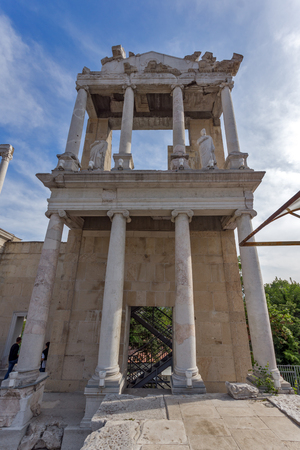 PLOVDIV, BULGARIA - MAY 1, 2016: Ruins of Ancient Roman theatre in Plovdiv, Bulgaria Banque d'images - 123130954