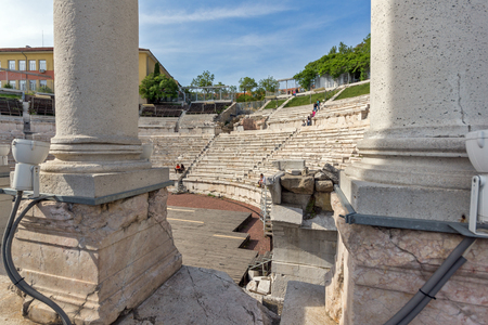 PLOVDIV, BULGARIA - MAY 1, 2016: Ruins of Ancient Roman theatre in Plovdiv, Bulgaria Banque d'images - 123130957