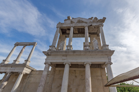 PLOVDIV, BULGARIA - MAY 1, 2016: Ruins of Ancient Roman theatre in Plovdiv, Bulgaria Banque d'images - 123130959