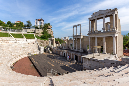 PLOVDIV, BULGARIA - MAY 1, 2016: Ruins of Ancient Roman theatre in Plovdiv, Bulgaria Banque d'images - 123130960