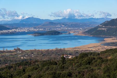 Panoramic Landscape of Lake Pamvotida, Pindus mountain and city of Ioannina, Epirus, Greece 版權商用圖片